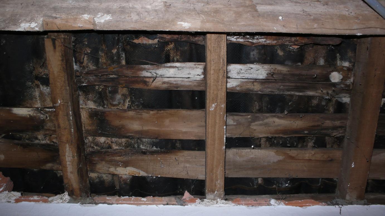 Subestructura de madera podrida